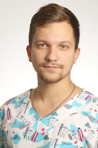 Броварник Вадим Олегович, врач-стоматолог